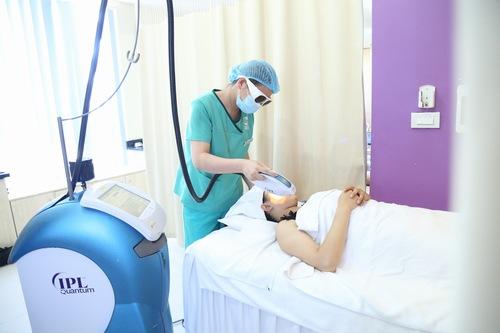 Thu Cúc Clinics đang ứng dụng trị viêm lỗ chân lông bằng công nghệ Laser IPL đem lại hiệu quả tối ưu.