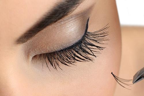 Tại sao phụ nữ lại rụng lông mi và cách khắc phục