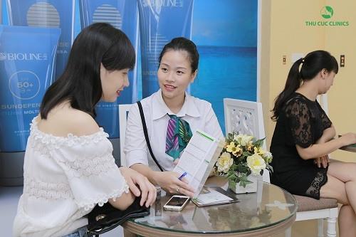 Khách hàng tới Thu Cúc Clinics sẽ được tư vấn lựa chọn liệu trình triệt lông phù hợp