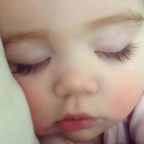 Cắt lông mi trẻ sơ sinh có ảnh hưởng gì không 1