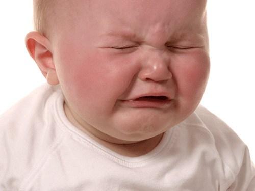 Cắt lông mi trẻ sơ sinh có ảnh hưởng gì không 4