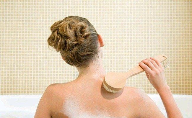 Sau khi triệt lông, bạn cần bổ sung nhiều nước cho cơ thể và có chế độ sinh hoạt hợp lý.