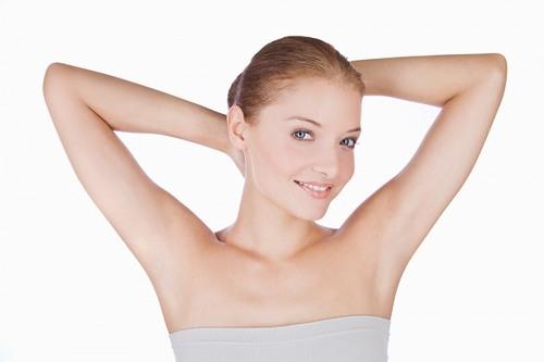 Triệt lông nách có ảnh hưởng gì về sau không?