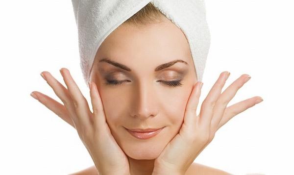 Kiên trì sử dụng các sản phẩm se khít lỗ chân lông làn da bạn sẽ trở nên láng mịn hơn
