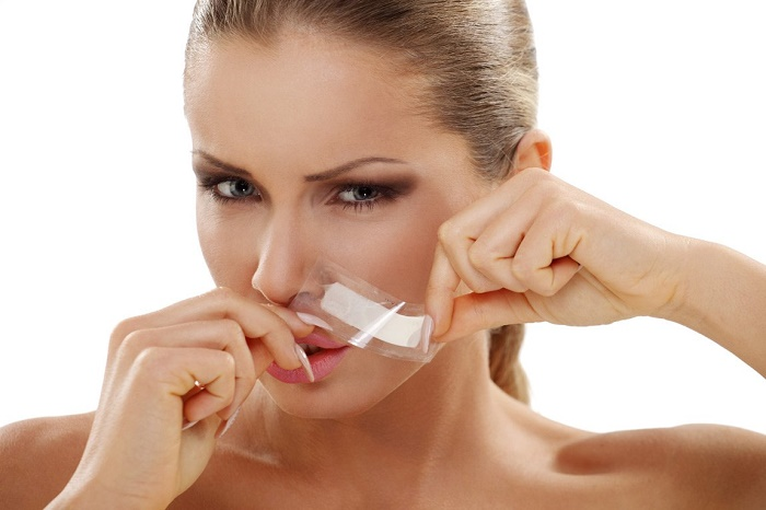 Tẩy ria mép bằng kem đánh răng 2