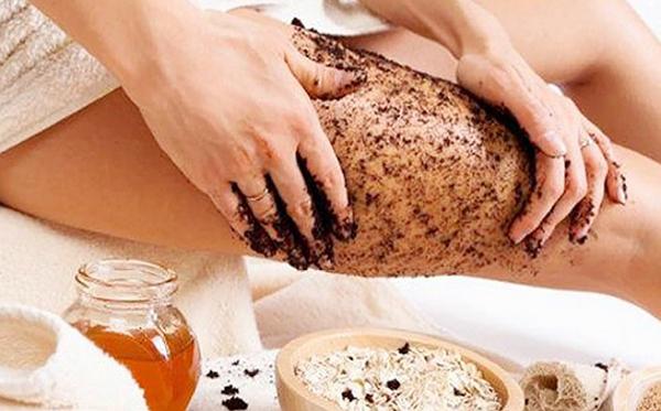 Cách tắm trắng bằng cà phê và dầu dừa được các chị em áp dụng rất phổ biến ngay tại nhà vì an toàn.