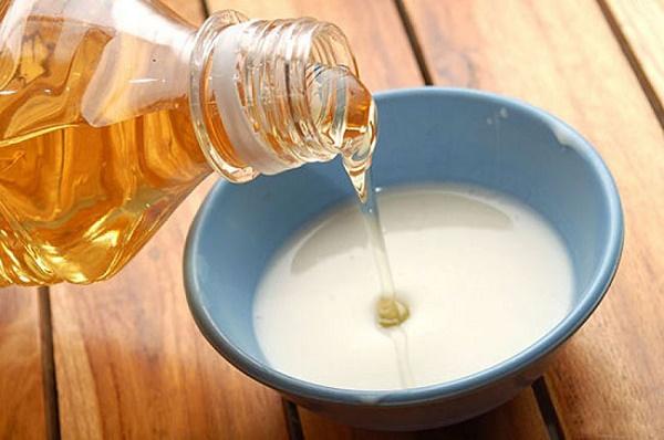Sữa tươi có chứa các acid lactic giúp cung cấp thêm độ ẩm cho da và cũng có tác dụng làm sáng da.