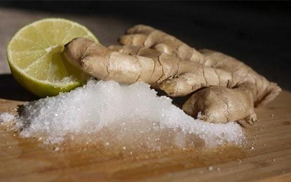 Mặt nạ muối ăn có công dụng lưu thông máu, kích thích sản sinh collagen, tái tạo da làm da trắng hơn.