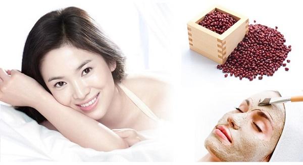 Bột đậu đỏ có chứa nhiều thành phần dưỡng chất có cồng dụng cải thiện sắc tố da, dưỡng da mịn màng.