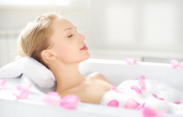 Để sở hữu làn da sáng mịn cũng như đảm bảo an toàn cho da, chị em nên áp dụng tắm trắng bằng công nghệ hiện đại.