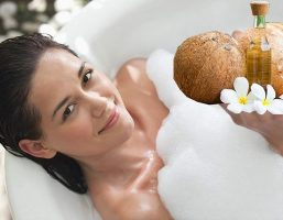 Mẹo tắm trắng bằng dầu dừa và sữa tươi