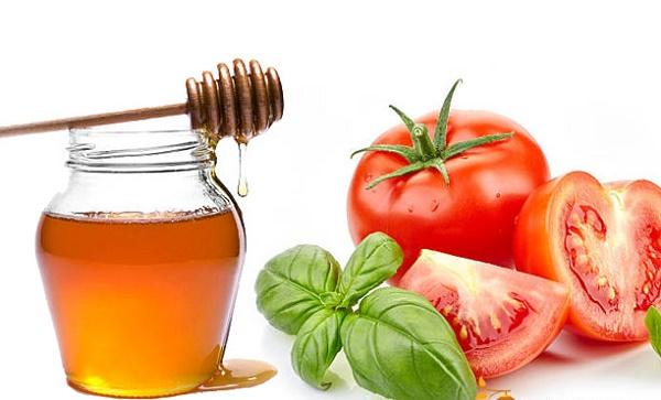 Kết hợp mật ong và cà chua sẽ có công dụng làm trắng da nhanh chóng, lại rất an toàn cho làn da nhạy cảm.
