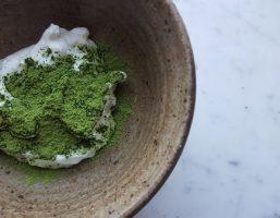 Bạn đã từng thử làm mặt nạ trà xanh sữa chua tại nhà chưa?
