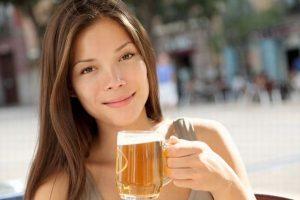 Uống bia có đẹp da không?