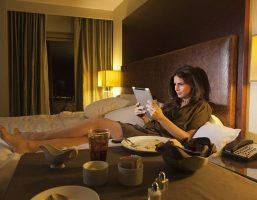 """Câu hỏi mà """"cú đêm"""" nào cũng nên quan tâm: thức khuya có mập không?"""